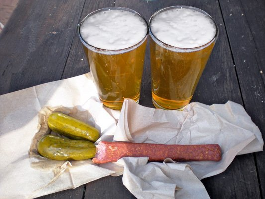 Landjäger, Gurken, Bier