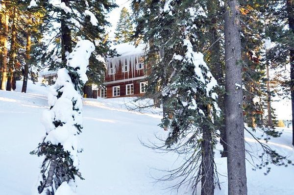 Heidelmann Lodge in winter