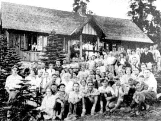 Naturfreunde at Sierra Haus in 1930s