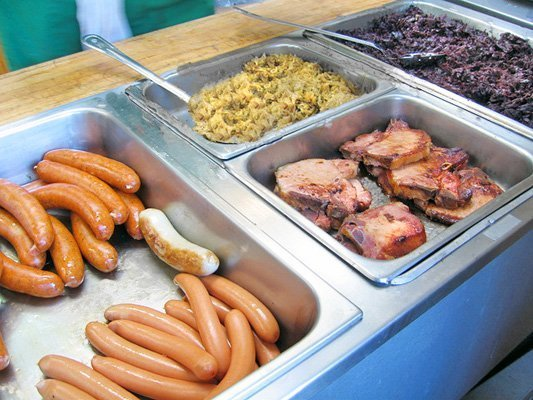 Würste, Kasseler Rippchen (smoked pork chops), Sauerkraut, red cabbage